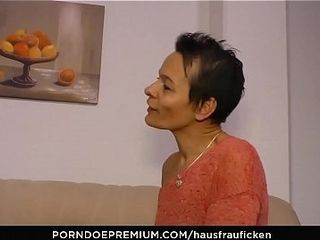 HAUSFRAU FICKEN - Housewife gives foul-smellscoriag blowjob with regard to grown up copulation fest