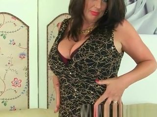 Brit cougar Lulu works her phat naturals and moist vag