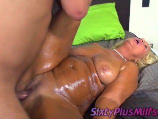 Mature blonde gets a therapeutic massage