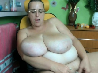 Grown-up BBW Trish plays alongside the brush aged heavy pussy