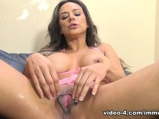 Nadia Styles,Dsnoop in Nadia Styles unloads All Over The Immoral Live Set flick