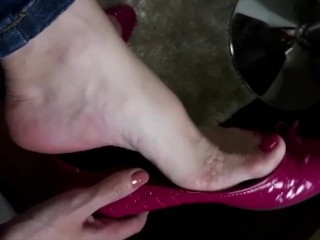 CLOSE UP cougar cool sole taunt