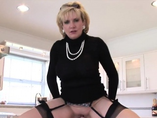 Unfaithful uk milf lady sonia shows off her huge naturals