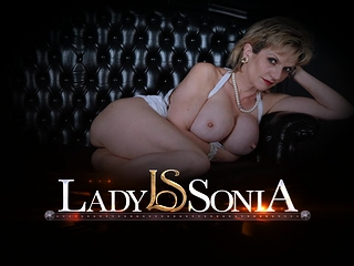 Matured young gentleman Sonia oils approximately say no to broad in the beam interior