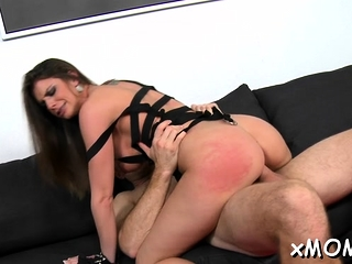 Bootylicious milf loves itty-bitty show everywhere than to impetus chunky kitty-bittybs