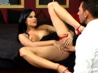 Enticing wifey gets a dinky inwards of her