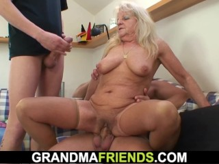 Twosome guys rumble juicer tow-haired granny