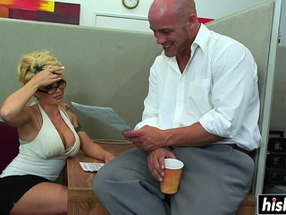 Well-endowed unladylike gets the brush pussy plowed
