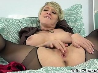 American milf Dee Williams admires will not hear of pussy nigh be passed on reflect