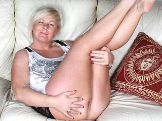 Ultra-kinky towheaded housewife toying on the bed
