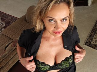 Fantastic american milf playing with her fur covered vag