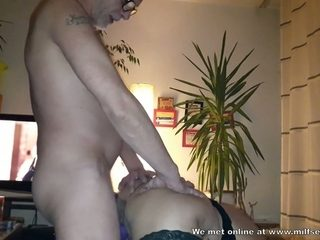 This horny mature woman knows how to deliver a sexual satisfaction