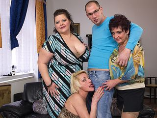 Three mature gals porking and gargling a toyboy