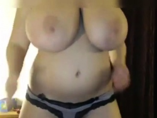 Brown-haired cougar flashes tits webcam