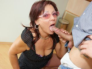 Insane mature hoe getting a steamy inner climax