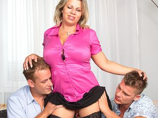 Giant titted housewife sucking and shagging in a trio way