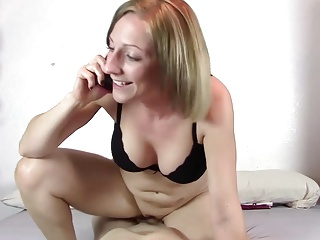Mom fucked while talking on the Phone