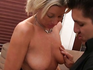 Mature takes it deep in her slit to get big o