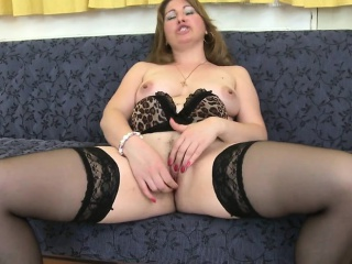 Sexy mature mother needs a good fu Jeanett from 1fuckdatecom