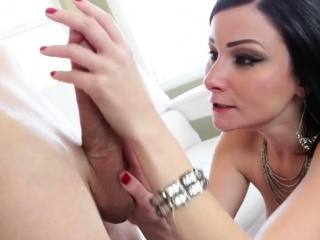 Unrighteous woman is fascinating dude with her divine oral pleasure