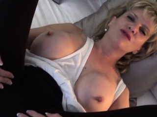 Cheating uk milf lady sonia flashes her oversized tits
