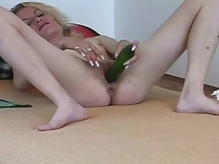 Skinny Mature Blonde Bitch Solo Masturbaiting Her Pussy With Vegetables
