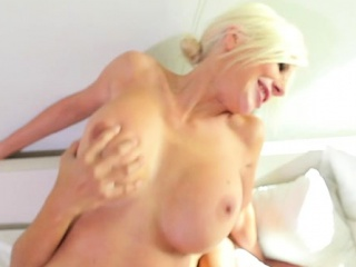 Gigantic melons cougar tossing salad with facial cumshot