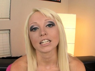 Spicy playgirl gets her unrighteous jaws utter of stud protein