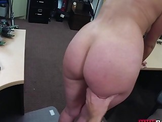 Customers wife nailed at the pawnshop fuck