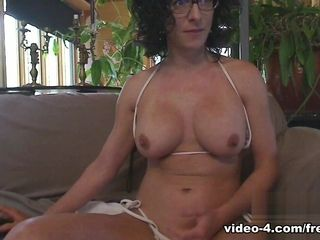 Livecam Bianca Fucks Both Holes with an increment of Tastes their way pain in the neck - KinkyFrenchies