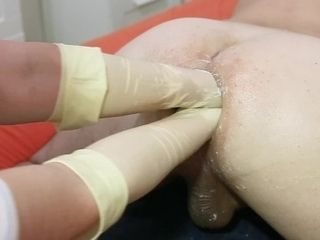 Marcus Pollack gets fisted and spread with 2 mitts