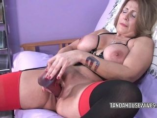 Curvy mother I'd like to fuck Sandie Marquez bonks her aged bawdy cleft with a toy