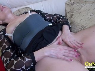 Mature girl strokes her furry poon