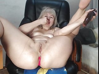 Mature woman Fox enjoys her playthings