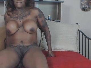 Muscled dark-hued mature domina vamp booty clapping