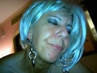 Horny old lady is extremely good at giving blowjobs