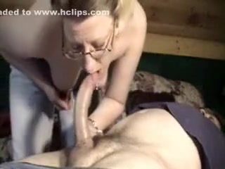 Mature mother shows irrumation sex skills