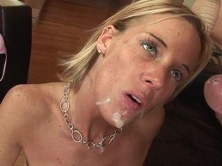 Exciting mummy i´d like to fuck's chubbies labia munched out and deeply shagged from behind