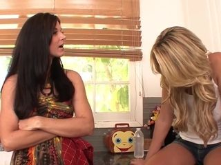 SEXYMOMMA 2 sweethearts in a lusty girl/girl slurping act