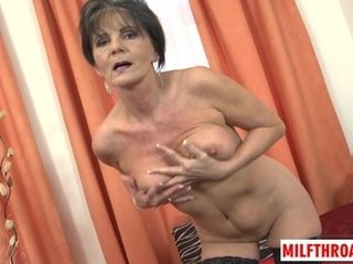 Wrinkle grandmother Poses nude