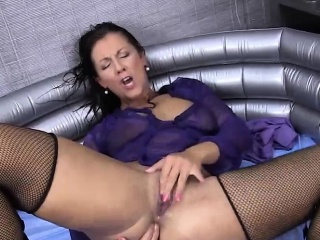 Mature plays with her pussy in a pool